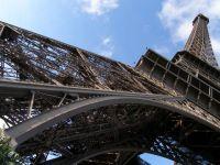 Cel mai cunoscut simbol al Frantei, care atrage anual 80 mil. euro, la un pas de tragedie. Un lift al Turnului Eiffel s-a prabusit in gol