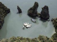 Ecran reciclabil, amplasat intre stanci. Thailandezii au creat primul cinematograf plutitor din lume GALERIE FOTO