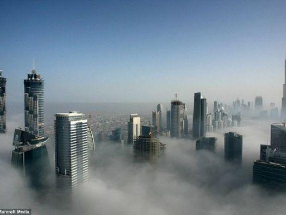Oamenii care traiesc deasupra norilor. Imagini fascinante din orasul bogatiei GALERIE FOTO
