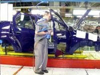 Industria auto a pus frana. Comertul cu masini, care ne-a scos din criza, a scazut in primele doua luni