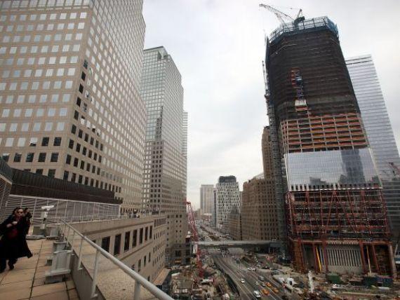 Newyorkezii au retrait clipele de cosmar. O cladire de birouri din apropiere de fostele Turnuri Gemene, evacuata din cauza unui pachet suspect