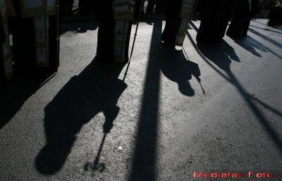 Criza, blestemul care a lovit Biserica Ortodoxa din Grecia. 190 mil. de euro de la buget se duc pe salariile preotilor