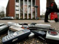 "Dupa Moody`s, si Fitch retrogradeaza Nokia. Producatorul finlandez de telefoane mobile, considerat ""gunoi"""