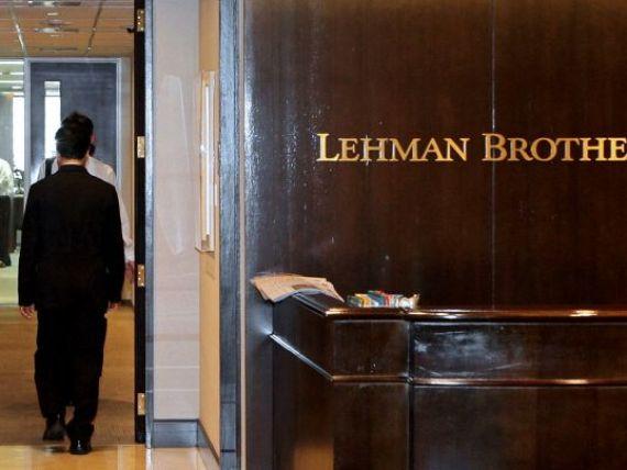 Angajatii bancii care a provocat colapsul financiar mondial nu au simtit criza. Lehman Brothers a acordat compensatii de 700 mil. dolari cu putin timp inainte de faliment