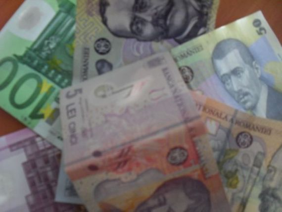 Leul incepe sa se stabilizeze in fata euro. Cursul a coborat usor si astazi, la 4,40 lei/euro