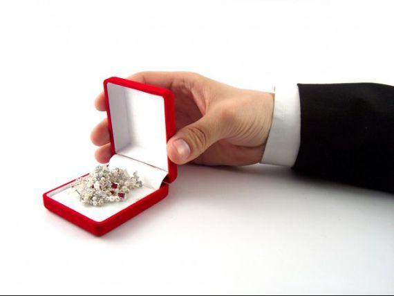 Guvernul elimina obligatia comerciantilor de bijuterii de a obtine avizul patronatului