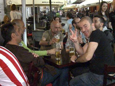 Suporterii spanioli, impresionti de pretul berii din Romania: sub 2 euro.  Este mult mai bine decat ma asteptam, mai putin sarac