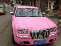 De la Ford Raptor la Chrysler de culoare roz. Ciudateniile care circula pe strazile Chinei