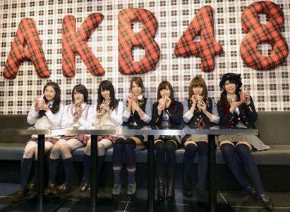 Strategie de marketing inedita. Japonia isi promoveaza obligatiunile cu ajutorul unor fete care au aparut si in reclame la cafea sau lenjerie