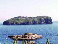 Italia ii urmeaza Greciei. O insula de 3 ha, din apropierea Sardiniei, a fost vanduta cu 90.000 de euro