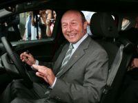 Traian Basescu a cumparat primul model Ford B-MAX lansat la Craiova. GALERIE FOTO