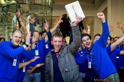 McJobs-ul preferat de absolventii de colegiu. Ce inseamna sa lucrezi pentru Apple si cati bani castigi ca incepator