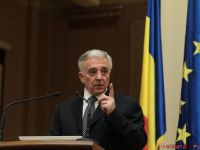 Mugur Isarescu: O depreciere cu 2-3% a cursului leu-euro nu ne ingrijoreaza. Deprecierea fata de dolar are insa o alta semnificatie