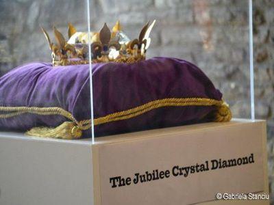 Peste 10.000 de diamante, expuse la Londra, cu ocazia jubileului de diamant al Reginei Elisabeta a II-a