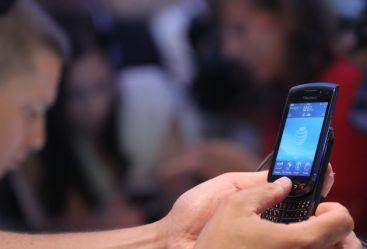 Incepe cursa operatorilor din telecom. Licitatia pentru acordarea licentelor de telefonie mobila debuteaza in septembrie