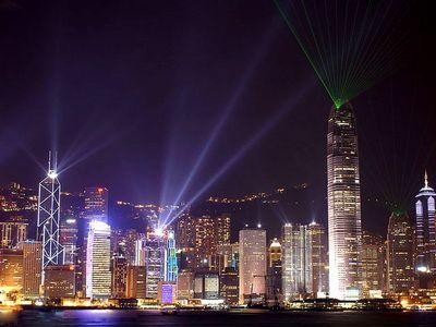Camere de hotel de 424.000 dolari si loc de parcare de sute de mii. Guvernul chinez intervine pentru a reduce inflamarea pietei imobiliare din Hong Kong
