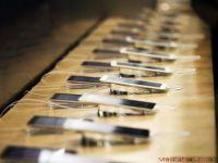Regina Marii Britanii adauga o tableta Samsung la Colectia Regala