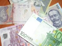 Leul s-a depreciat usor in fata euro. Cursul a ajuns la 4,6205 lei/euro