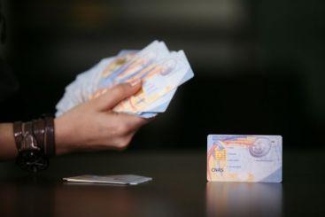Primul milion de carduri de sanatate va fi distribuit luna viitoare, cu 5 ani intarziere
