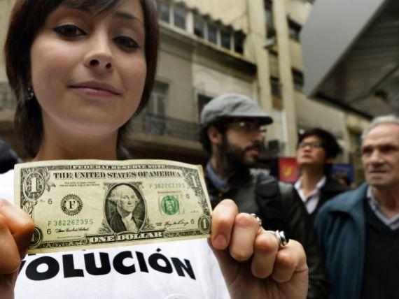 Tara care interzice cumpararea de valuta. Cum isi protejeaza moneda aflata la un pas de disparitie in urma cu 10 ani