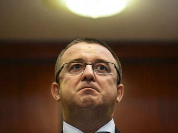 Fostului sef al ANAF, Sorin Blejnar, cercetat de evaziune fiscala, i se prelungeste interdictia de a parasi tara