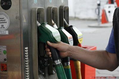 INFOGRAFIC: Pretul benzinei la nivel mondial. Unde e Romania in Top 60  suferinta la pompa . Bonus: tara unde carburantul e mai ieftin ca apa