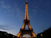 Turnul Eiffel, evacuat in totalitate din cauza unei alerte cu bomba