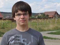 """Cine este Rares Buhai, """"copilul de aur al informaticii"""". Invata cinci ore pe zi si vrea sa munceasca in Romania"""