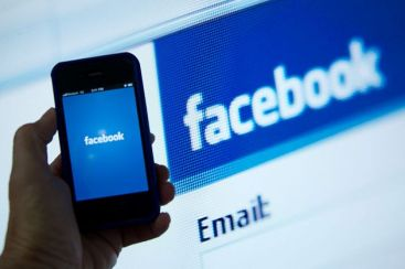 Hotii isi racoleaza victimele de pe retelele de socializare. Ce NU trebuie sa postezi pe Facebook ca sa nu-ti pierzi asigurarea la casa