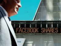 Afacerea Facebook se prabuseste. Actiunile au atins un nou minim record, iar valoarea companiei s-a injumatatit