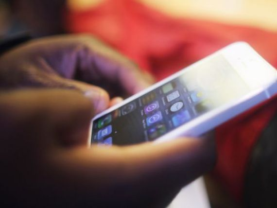 Apple are probleme. Un hacker se lauda ca a spart sistemul de operare al iPhone 5, la nici 24 de ore de la lansare