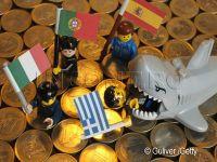 Recesiunea din zona euro se va intinde pana in 2013. Doar statele mici vor face fata crizei