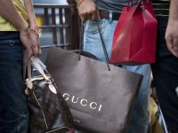 Declinul brandurilor de lux. Gucci, Omega si Vuitton, in pericol pe a doua mare piata a lumii