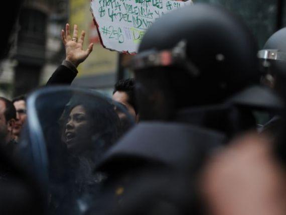 Proteste violente la Madrid impotriva masurilor de austeritate. Peste 60 de persoane au fost ranite GALERIE FOTO