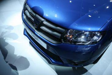 La 8 ani de la lansarea Logan, Dacia a prezentat la Paris trei noi modele VIDEO