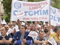 Angajatii Oltchim au renuntat la proteste. Pana pe 17 octombrie isi vor recupera intregral salariile