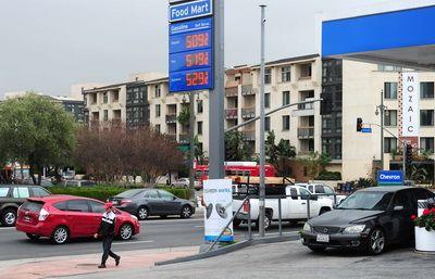 Benzinarii de pe Coasta de Vest a SUA inchid statiile. Pretul carburnatilor, la maxime record