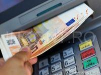Cursul de schimb fluctueaza usor peste 4,57 lei/euro