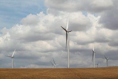 Proiectele de productie a energiei eoliene au ajuns in 3 ani la o putere echivalenta celor 2 reactoare de la Cernavoda