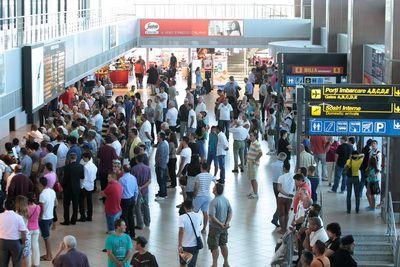 Curtea de Justitie a UE: Pasagerii zborurilor care au intarzieri prelungite pot fi despagubiti. Cati bani poti primi