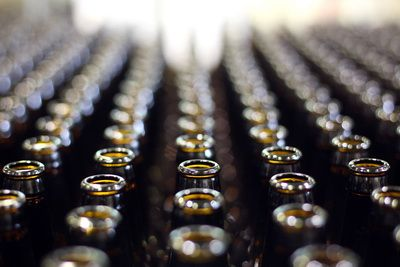1,8 mld. euro au dat romanii pe bere in 2011. Cum arata piata in 2012 si cat trebuie sa muncesti pentru un litru