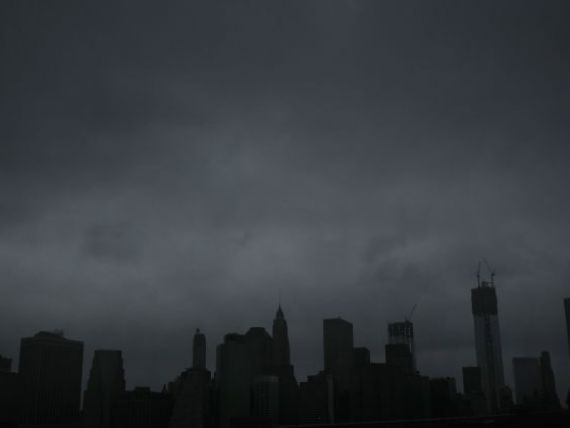 Dolarul se apreciaza in asteptarea uraganului Sandy. Moneda americana, considerata plasament sigur