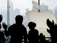 Apple reorganizeaza conducerea. Doi manageri importanti pleaca din companie