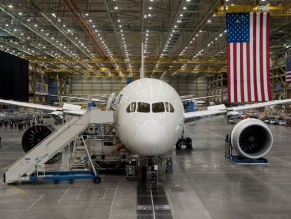 Gigantul Boeing 787 Dreamliner, cel mai luxos avion din lume, a plecat in prima sa cursa