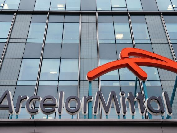 Moody s a coborat ratingurile de credit ale ArcelorMittal la  Ba1 , in categoria junk
