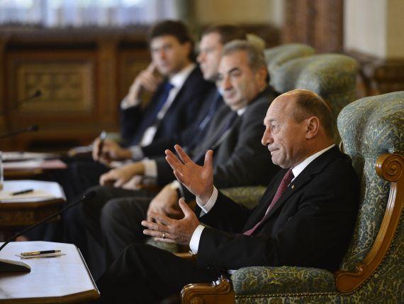Basescu catre delegatia FMI:  Cand ati venit in vara, eu eram in vacanta, la garaj