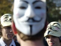 3 membri ai gruparii Anonymous, trimisi in judecata pentru terorism cibernetic
