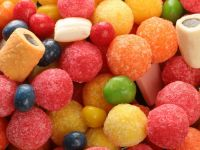 Pustiul de 9 ani care a cheltuit 4.000 de dolari intr-un magazin de dulciuri