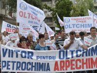 Angajatii Oltchim protesteaza. Cer plata salariilor restante
