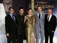 Ultimul film din seria  Twilight ,  marele  castigator la premiile Zmeura de Aur 2013
